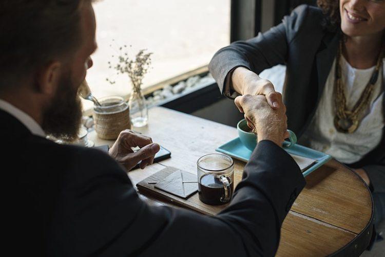 Aspetta un segnale positivo dal cliente e crea supporto alla sua decisione